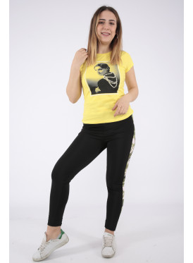 Cute yellow T-shirt in a soft print decorated with pearl granules
