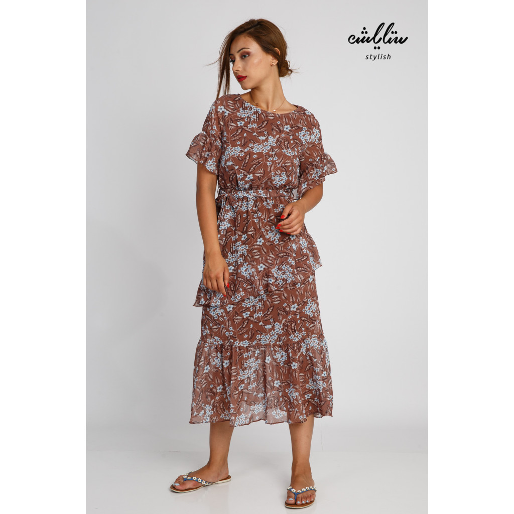 Soft midi dress in soft brown with a gentle supplier style and layered design, elegant and modern