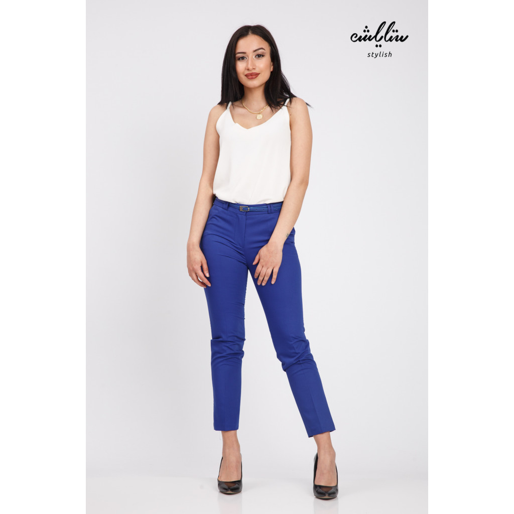Elegant blue trousers with a tight design with a belt to give a great look