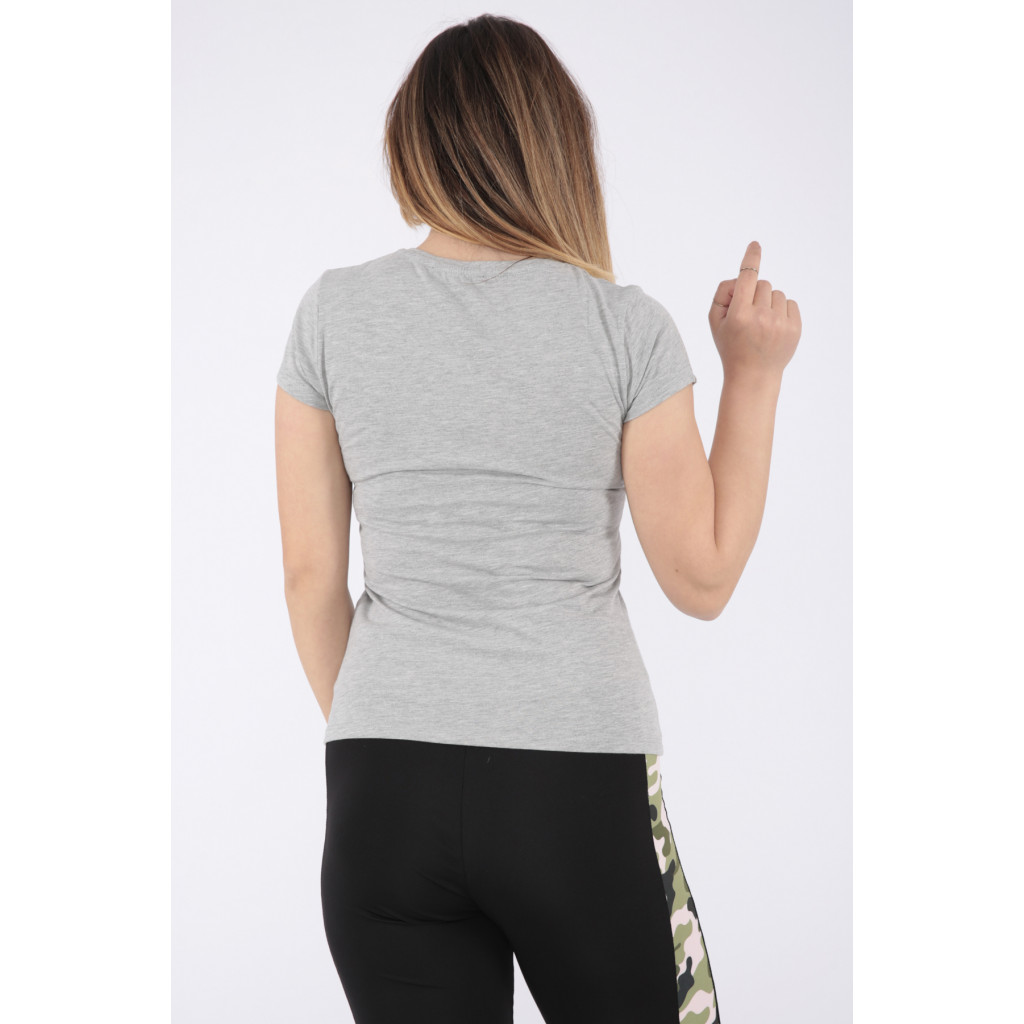 Cute grey t-shirt embellished with a touch of pearls