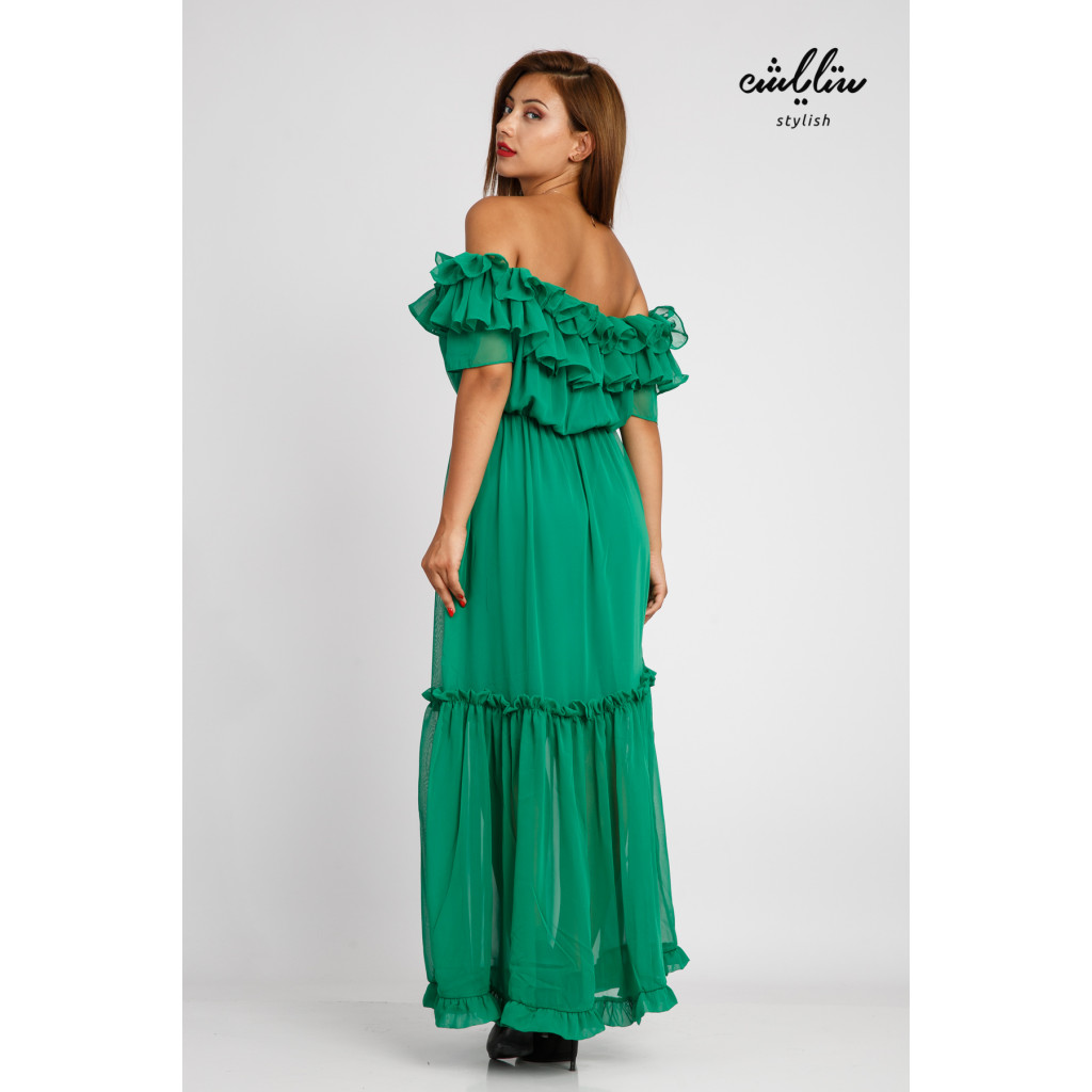 Green maxi dress and sleeves of schulder with a soft design and stunning look