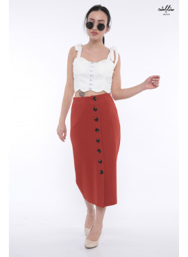 (The romance of the Seventies stands out in this skirt decorated with buttons. (Rubber