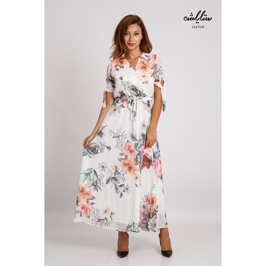 White-wooded maxi dress with soft afforestation for an attractive look