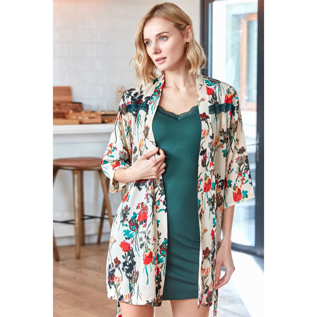 A two-piece feminine, herbal robe and a treeless, attractive, soft and comfortable severity.