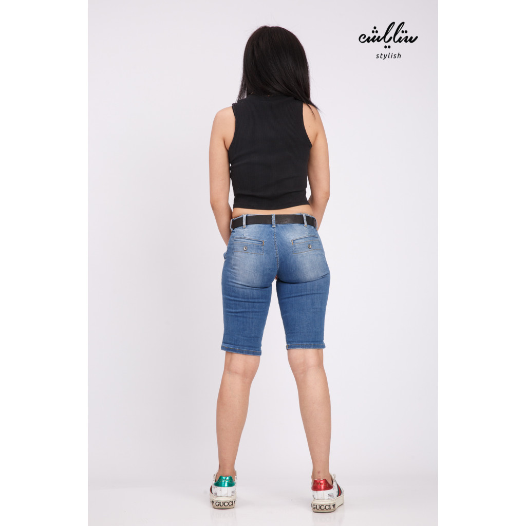 Short jeans decorated with a belt to give an attractive look