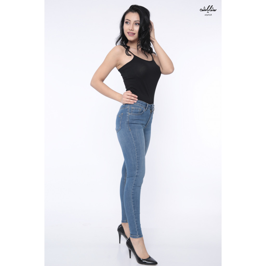 Stylish skinny jeans with simple, practical design