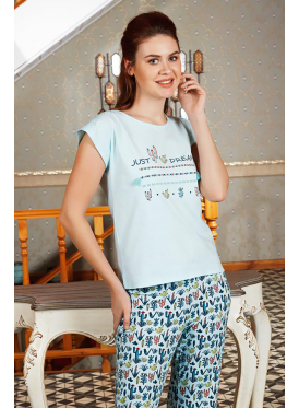 Cute pajamas and thin-print trousers for a comfortable feel and refreshing view