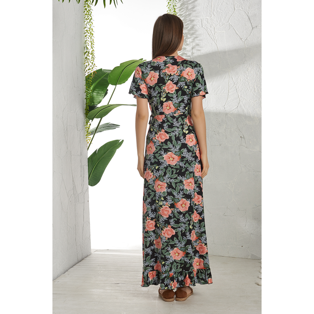A very smooth dress and a soft, smooth and cool in the skin